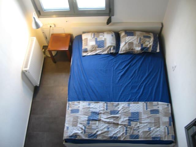 υπνοδωμάτιο ορόφου 2