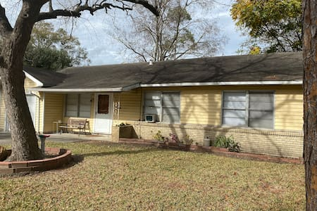 STRAWBERRY FIELDS / Entire house * 2 bdrm/4 guests
