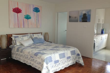 Bronte beach studio in Sydney's Best Suburb Apt 2 - Bronte