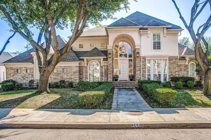 Huge Dallas 4 bedroom + Study home With a pool