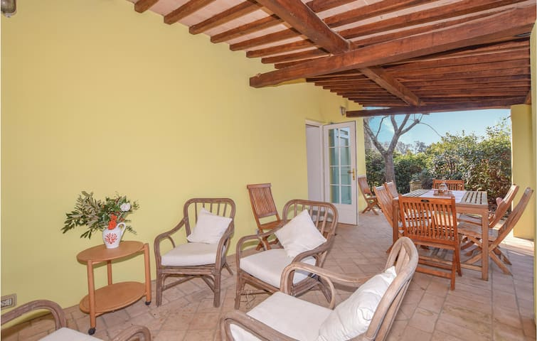 Holiday cottage with 2 bedrooms on 80m² in Magliano in Toscana
