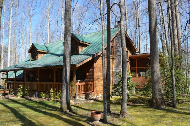 Log Cabin on Edge of Great Smoky Mnts Nat'l Park - Cosby