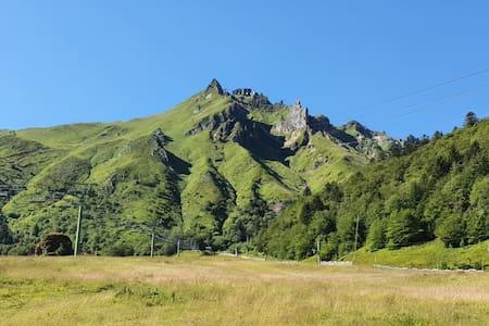 Gîte au pied des volcans d'Auvergne Chambre Margot