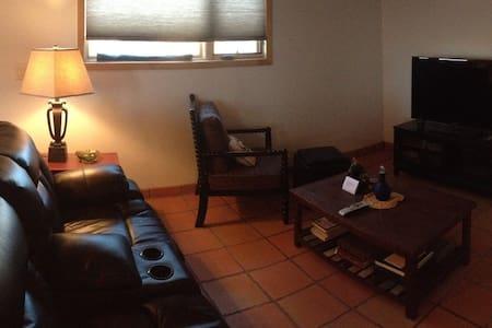 Charming guest house - Ranchos de Taos - Maison