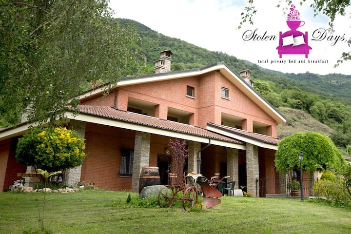 """Stolen days"" b&b entire villa - Novaretto - Bed & Breakfast"