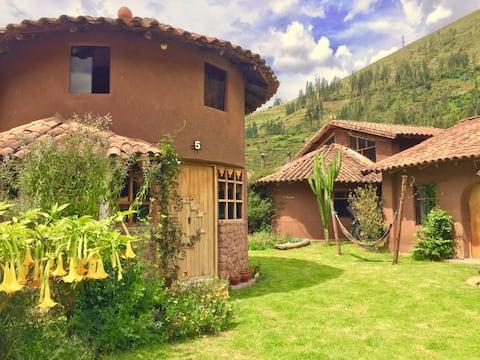 Bindu Houses / Mágica Casita Redonda