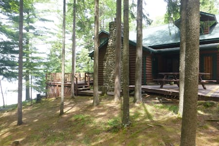 Minocqua Area Lakefront Classic Log Home- JULY AUG