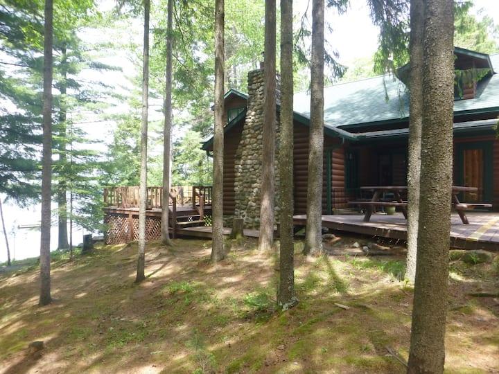 Minocqua Area Lakefront Classic Log Cabin AUG-SEPT