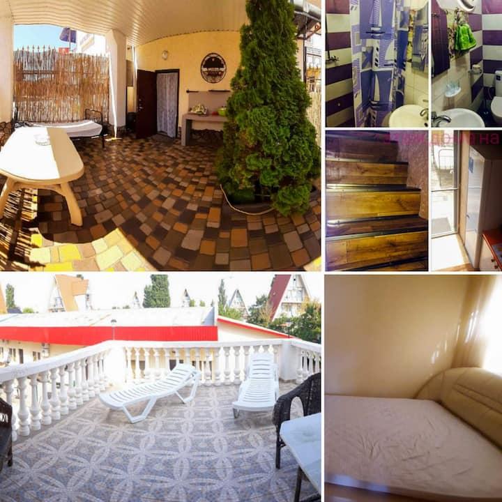 ОстровОК.Домик на 2 спальни:свои двор,балкон,кухня