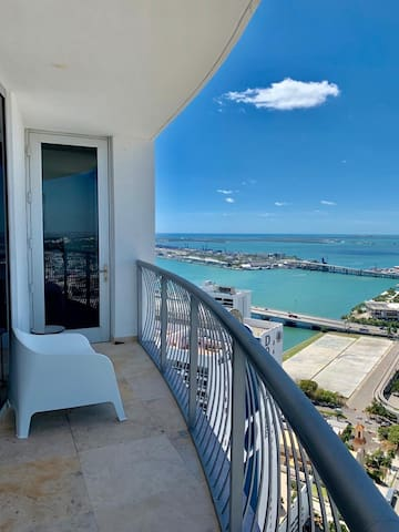 ★Spectacular 2/2 Ocean & City views. Free Parking!