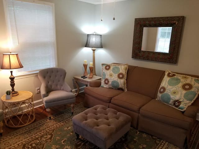 Great location! 5 min to Downtown & Medical Distr.