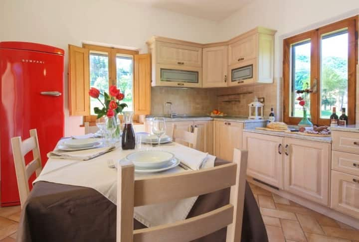 Agriturismo Niccone, apartments with spa and pool, Apartment Bianco