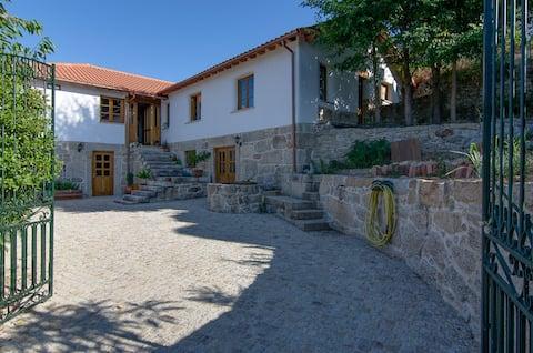 Casa Luna - sunny farmhouse in green valley