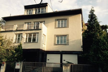 2 bedroom apartment in a villa (free parking ) - Prague