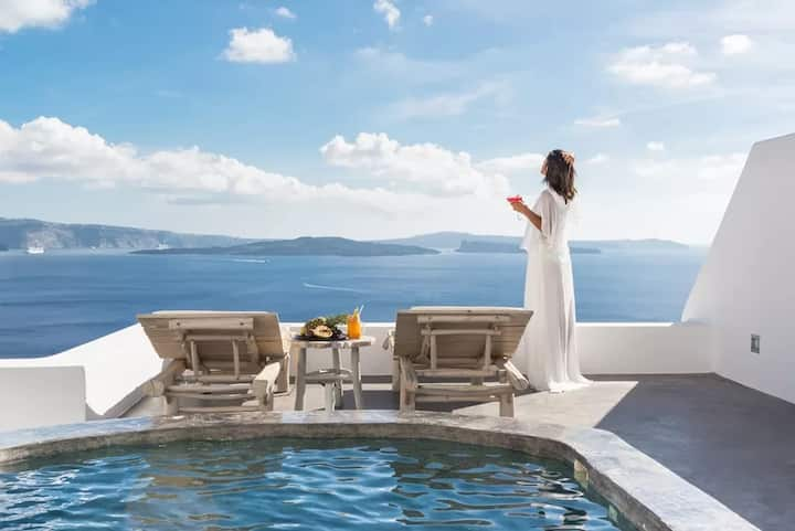 Exquisite Suite with Private Outdoor Jacuzzi