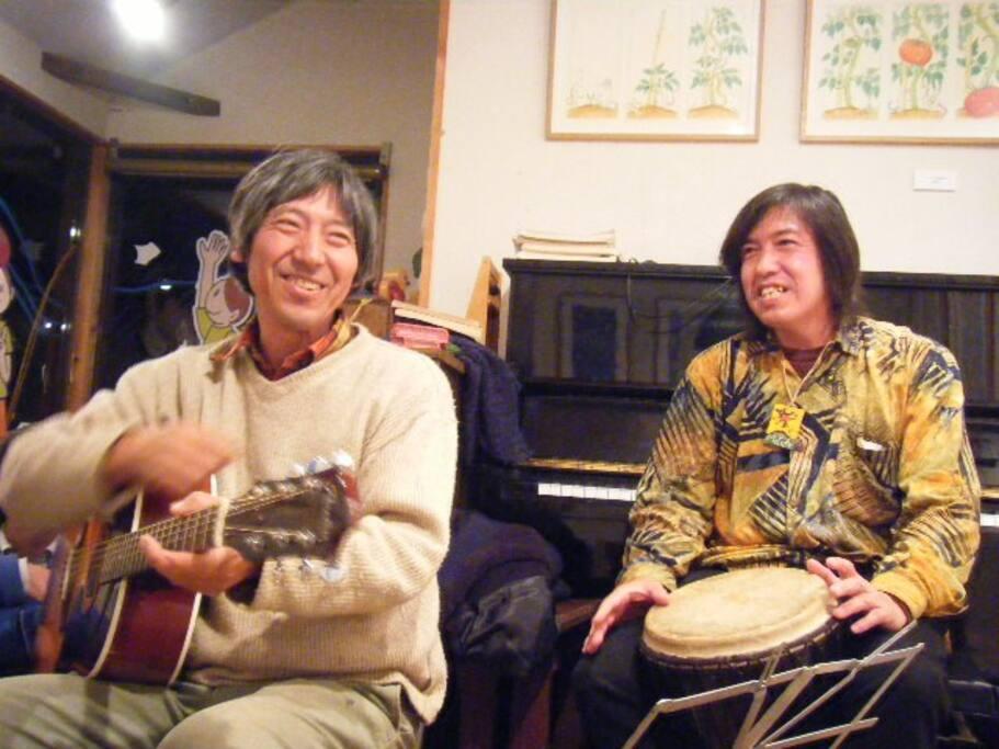 Music Entertainment with Host and famous illustrator, Mao Yamaguchi, イラストレーター山口マオとオーナーすろうりぃでビートルズナイト