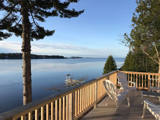 Classic Maine Cottage - private deep water dock