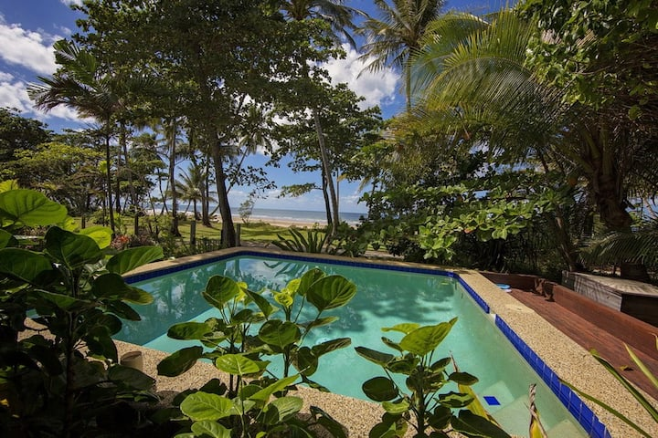 Gecko's Cottage - Absolute Beachfront