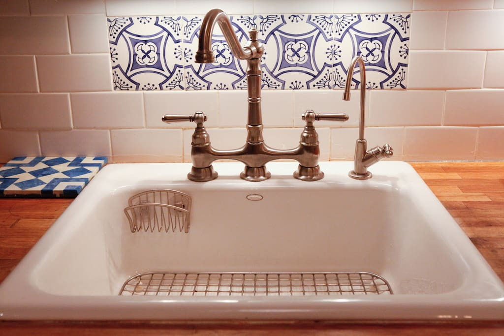 Farmer's sink and Spanish tile