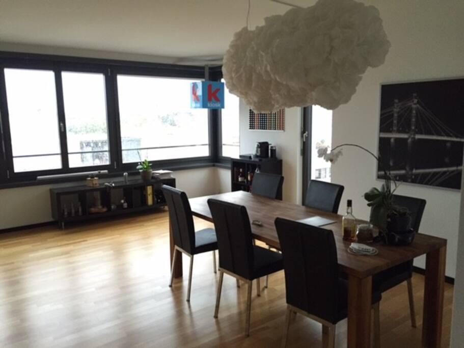 top zimmer in moderner dachwohnung apartments for rent. Black Bedroom Furniture Sets. Home Design Ideas