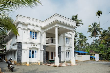 One Bedroom near natural retreat of Athirapilly