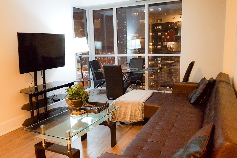 Beautiful & Spacious Living Room