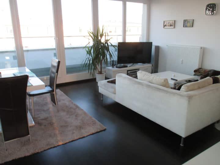 Sehr helle neue Penthouse-Wohnung mit Dachterrasse