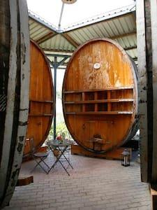 Schlafen im altem Weinfass - Trasadingen - Outro