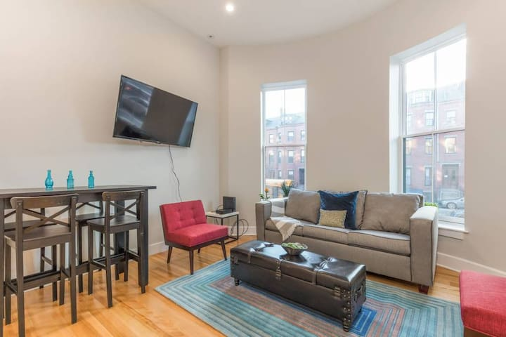 (6-2) Three Beds, South End, Boston Medical!