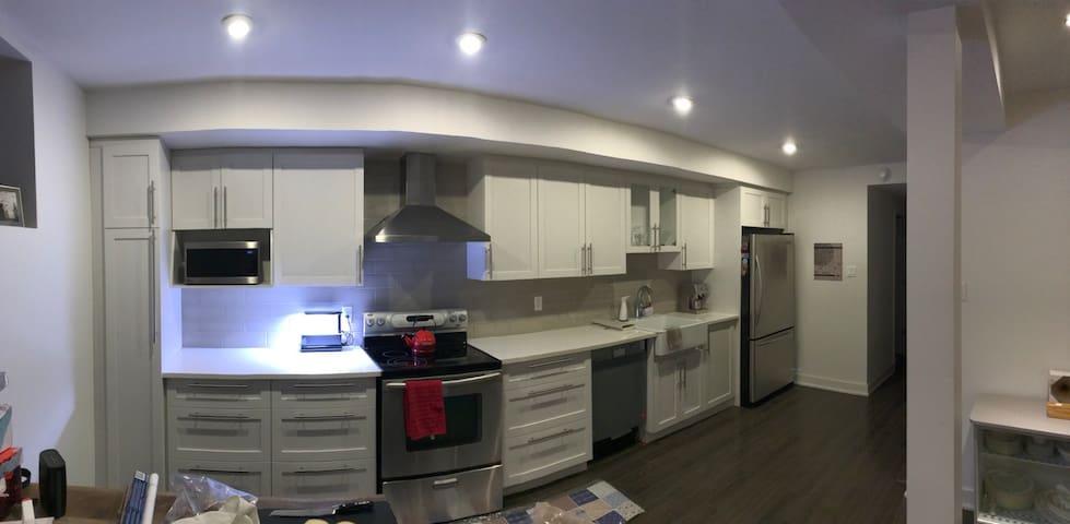 Glebe 2- bedroom. Steps to everything!