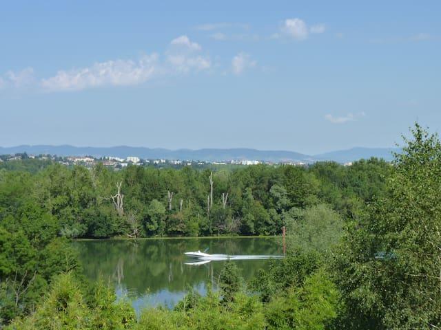 Gite panoramique face au beaujolais, 30mn de Lyon