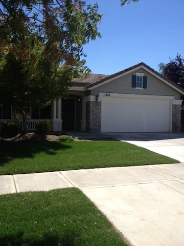 Private Home in Well-Established Neighborhood - Merced - House