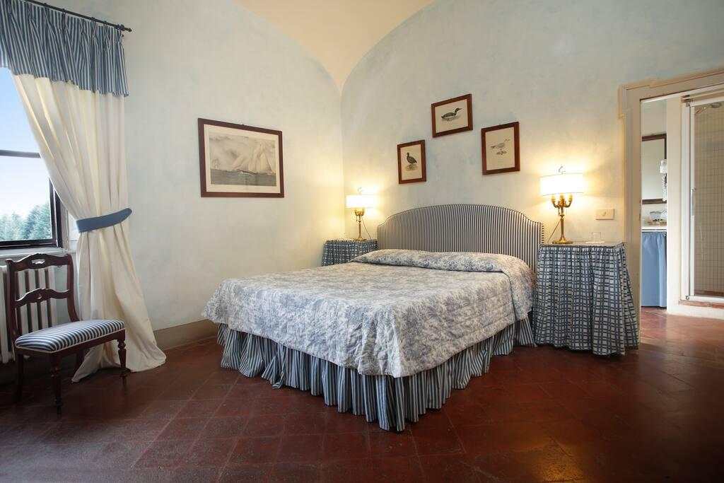 Classic room with garden view. Camera con vista sul giardino all'italiana