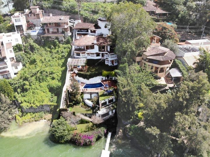 Hermosa villa en el lago con todas las amenidades