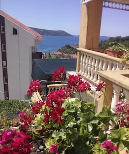 Люкс  с потрясающим видом на море  - Herceg Novi Municipality - Talo