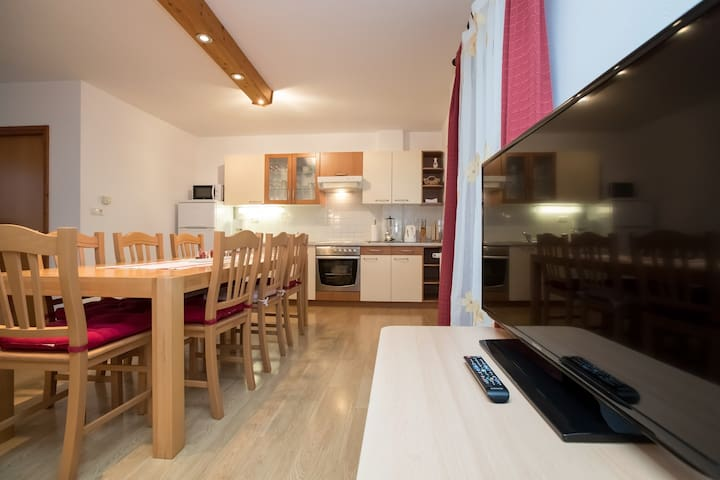 Apartments Markez, 3-Bedroom Ap. for 6 with Garden