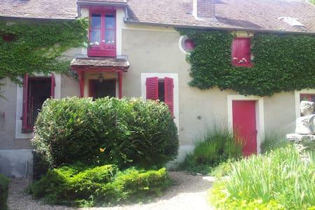 CHARMANTE MAISON à GREZ sur LOING.. - Grez-sur-Loing - Maison