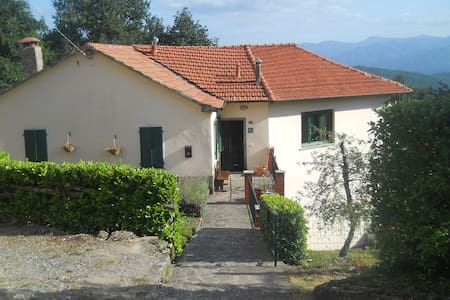 Independent house with beautiful views in village - Montelungo - House