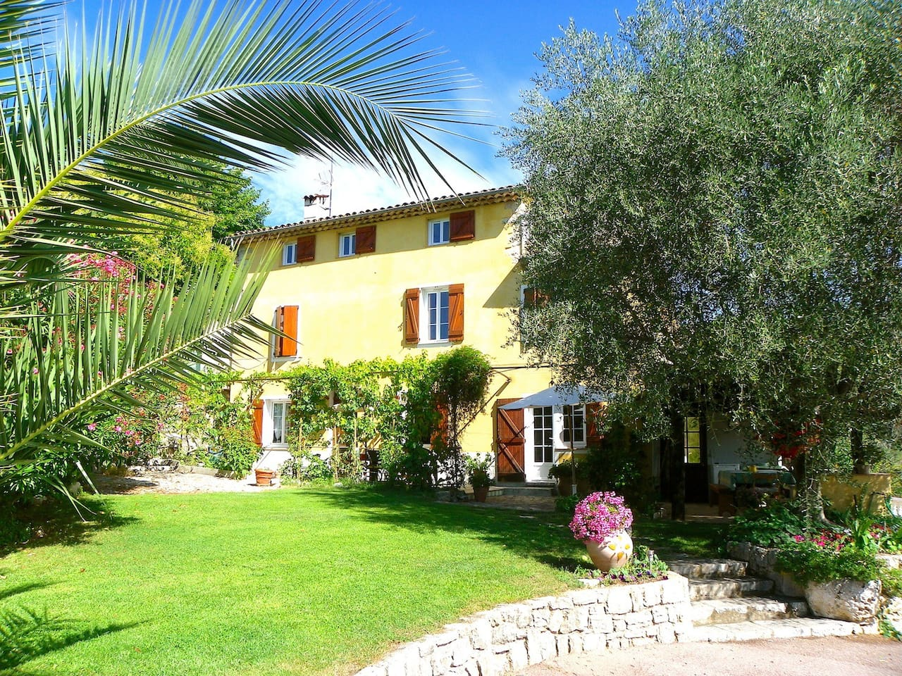 Nice appartment in a charming villa