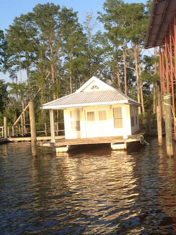 Tchefuncte River Get Away - Floating House - Madisonville - Casa de férias