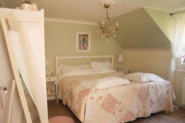 Romantische en nostalgische b b bed breakfasts for rent in selfkant north rhine westphalia - Romantische witte bed ...