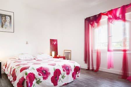 BEDROOM IN A HOST HOUSE - Lavaur - Bed & Breakfast