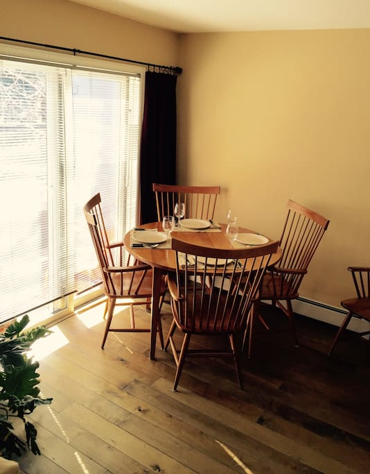 Dining table with 5 comfortable arm chairs! Table cloths or place matts provided!