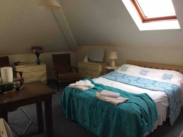 Rossmore House Coalisland -4 person family room