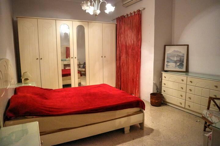 a Large Private Room with balcony in San Gwann - San Ġwann - Huis