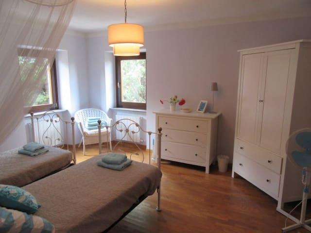 Twin bedrooms overlooking Vineyards