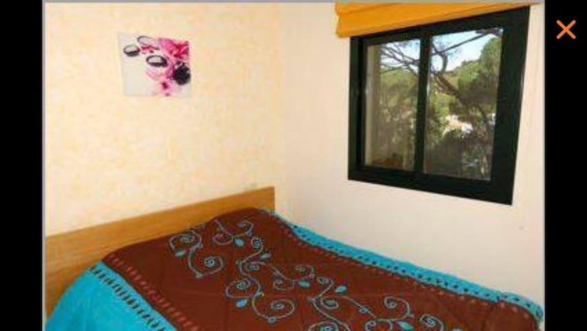 Chambre parents avec lit double