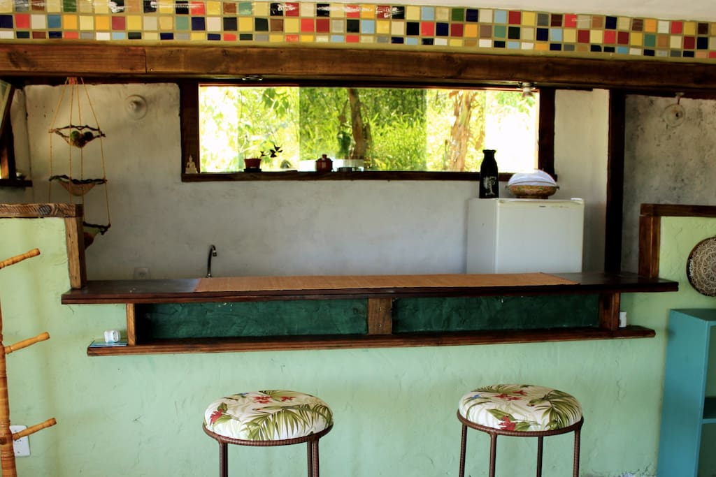 Balcão da sala para a cozinha