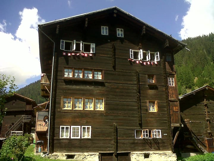 Swiss Chalet on slopes up to 10pax!