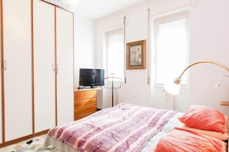 DOUBLE ROOM WITH PRIVATE BATHROOM - Leilighet